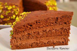 tort-cu-ciocolata-si-crema-de-mascarpone-r