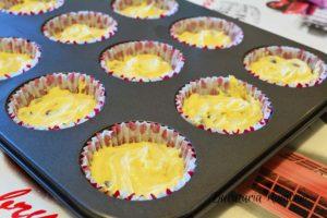Cupcake-cu-merisoare-si-frosting-de-branza-e