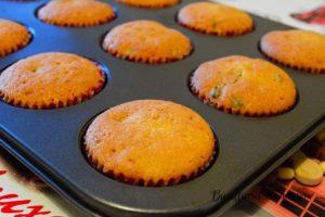 Cupcake-cu-merisoare-si-frosting-de-branza-f