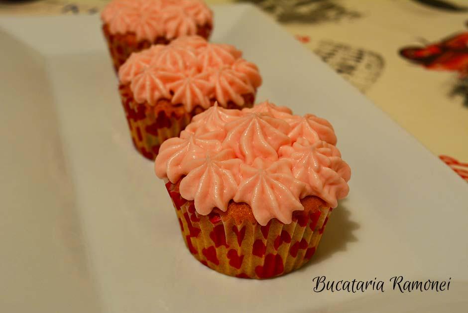Cupcake cu merisoare si frosting