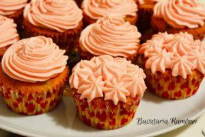 Cupcake-cu-merisoare-si-frosting-de-branza-m