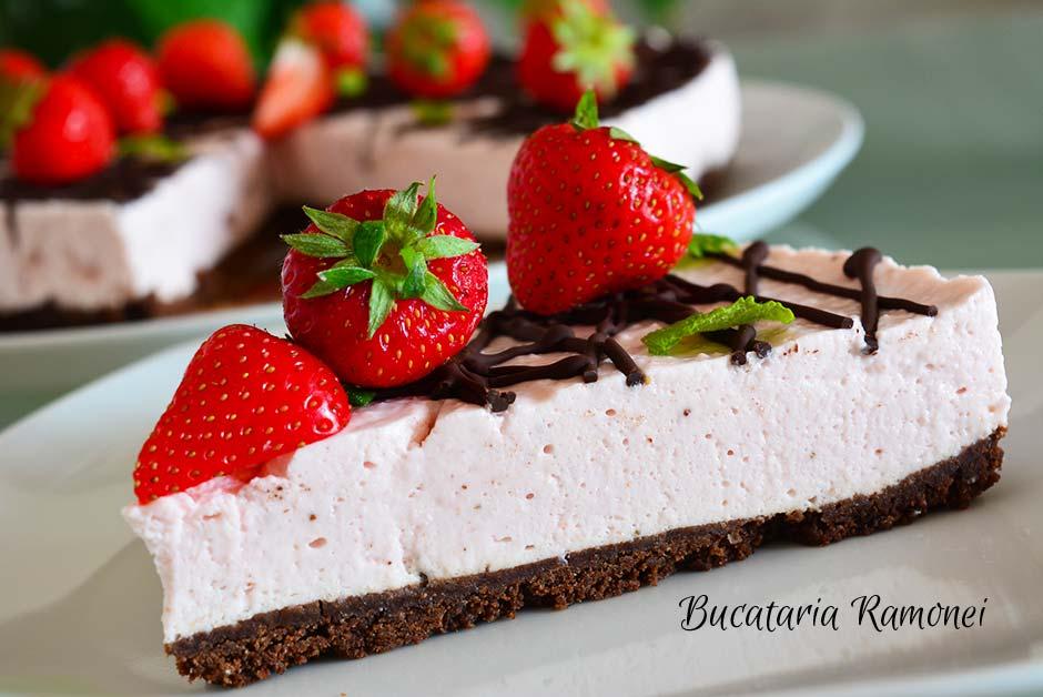Cheesecake cu capsuni si ciocolata