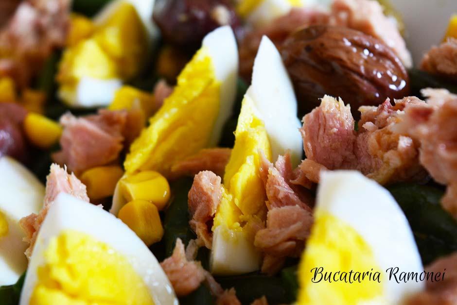 Salata cu fasole, ton si oua