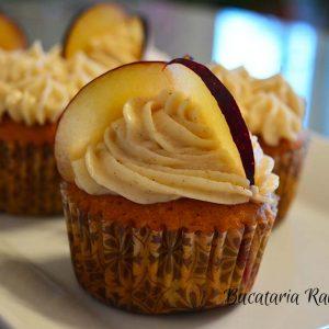 Cupcakes cu prune si scortisoara