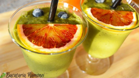 Smoothie cu afine, spanac si avocado