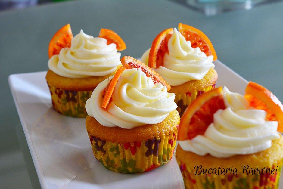 Cupcakes cu portocale si frosting de branza