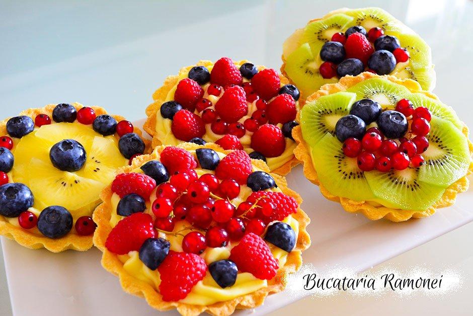 Mini tarte cu fructe si crema de lamaie