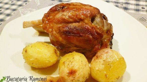 Ciolan de porc la cuptor