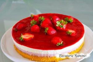 Tort cheesecake cu capsuni si vanilie