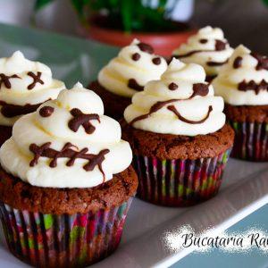Cupcakes fantomite cu ciocolata si crema de branza
