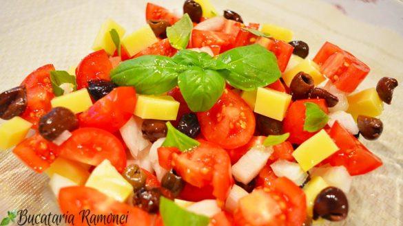 Salata de rosii, masline si branza