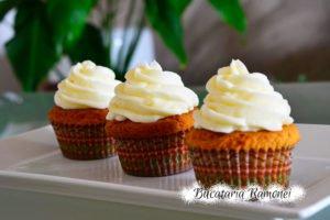 Cupcakes cu unt de arahide si frosting