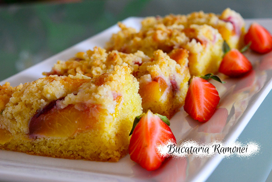 Crumb cake cu capsuni si nectarine