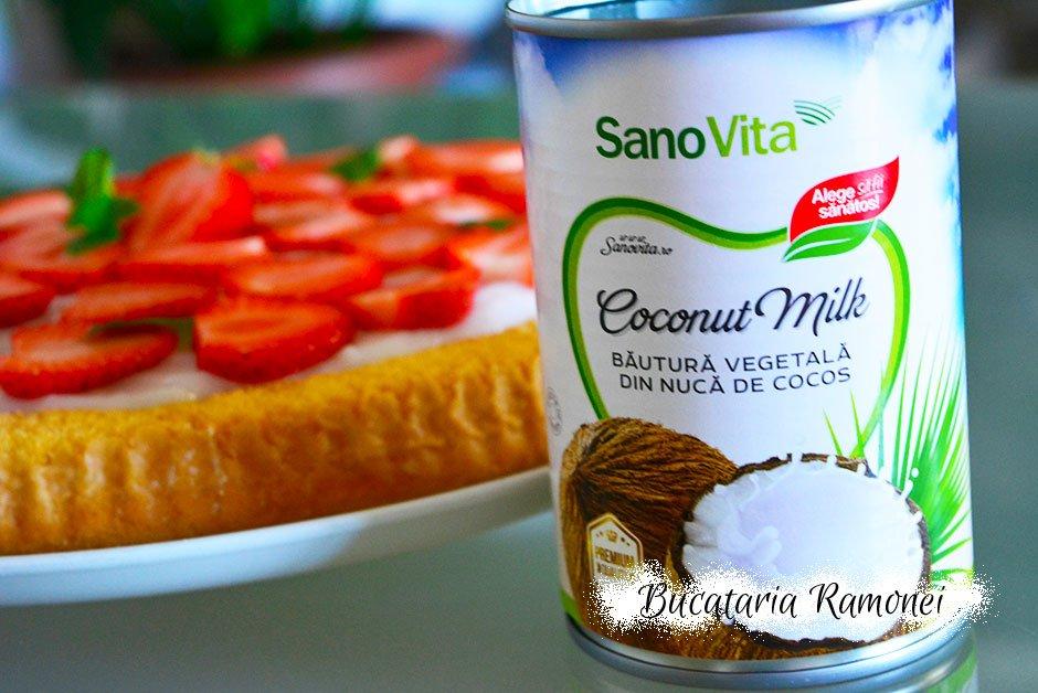 Tarta cu crema de cocos si capsuni