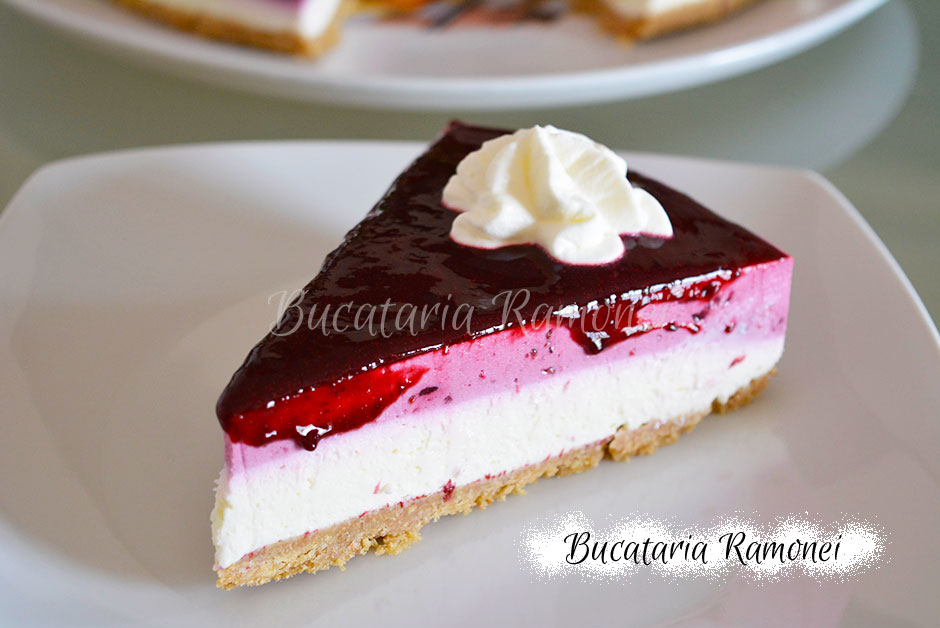 Cheesecake cu fructe de padure si vanilie