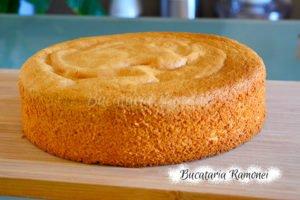 Tort cu crema de mascarpone si fructe de padure