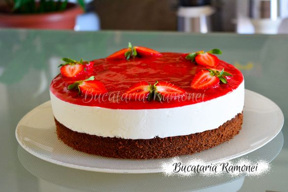 Tort cu iaurt si capsuni